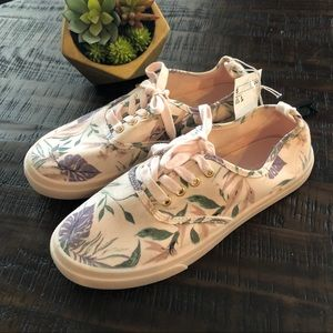 H&M Floral Lace Up Sneakers Size 8